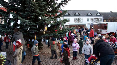 Herzliche Einladung zum Schmücken der Tanne auf den Marktplatz in Strasburg (Um.)